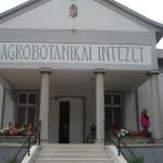 Agrárbotanikai Intézet homlokzata