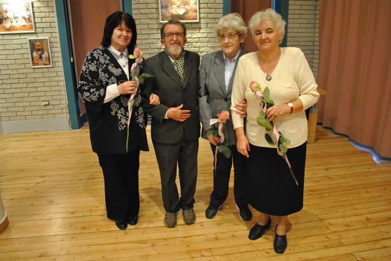 Az MKE Bács-Kiskun Megyei Szervezete 2017-ben megalakulásának 40. évét ünnepelte. A fenti képen alapító tagjaink közül ma is aktív egyesületi tagokat köszöntöttünk. ( Balról Kárászné Dalmady Lenke (Izsák, nyugdíjas könyvtáros) Varga-Sabján Gyula (Kiskunhalas, nyugdíjas könyvtárigazgató) Kerekes Magdolna (Kecskemét, nyugdíjas könyvtáros,) Gyergyádesz Lászlóné (Kecskemét, nyugdíjas könyvtáros)
