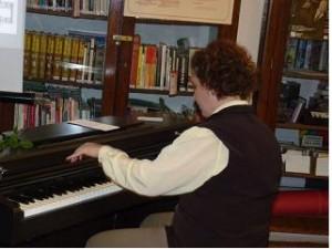 Rendhagyo enekoran egy balkezes zongoran