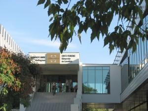 A könyvtár bejárata