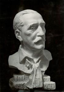 Herczeg Ferenc korabeli szobrának fényképe az OSZK-ból