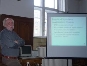 Liszkay Béla főigazgató előadását tartja