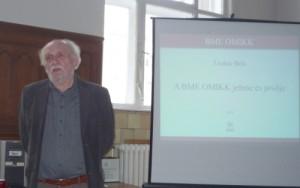 Liszkay Béla előadását tartja