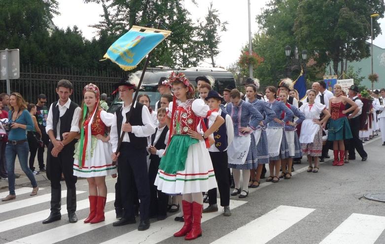 A magyar tánc-csoport a szüreti felévonuláson
