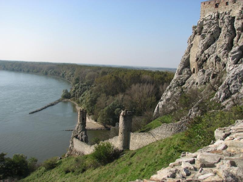Dévénynél betör a Duna