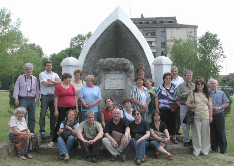 A Műszaki Könyvtárosok csoportja Hajnal Jenővel Zentán 2008-ban