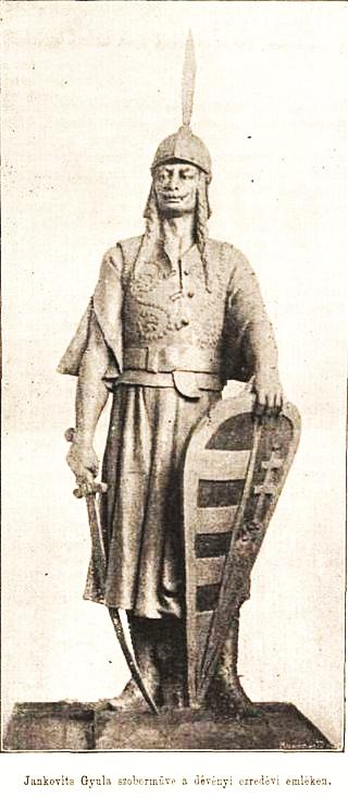 Dévényi_millenniumi emlékmű  oszlopfőjén Árpád fejedelem