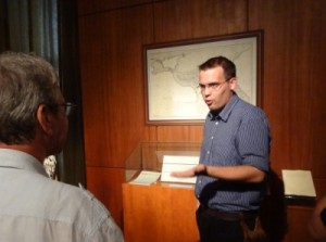Kránitz Péter Pál  bemutatja a kiállítást