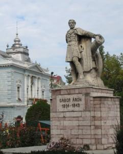 Gábor Áron szobra Kézdivásárhely főterén