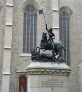 Szent György szobra a farkas utcai templom előtt