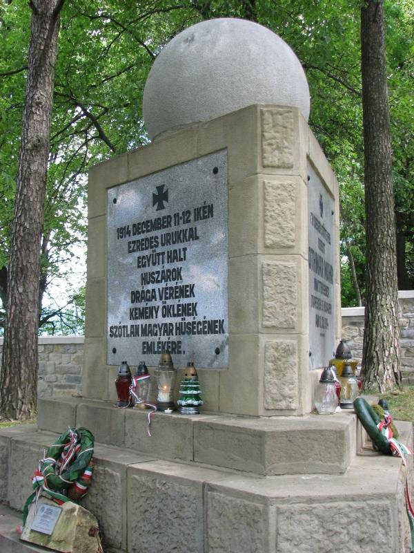 Limanowa magyar hőse: Muhr Ottmár mauzóleumánál