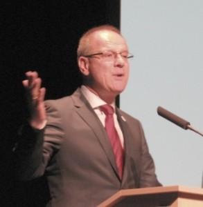 Dr. Navracsics Tibor az EU megújuló könyvtár-támogatásáról beszél