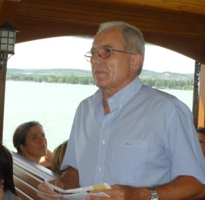 Szelle Zoltán hajómérnök ismerteti a füredi gyár történetét