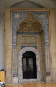 A dzsámi díszes bejárata