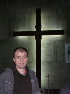 Ferences atya vezetett bennünket végig az újjáépült templomon