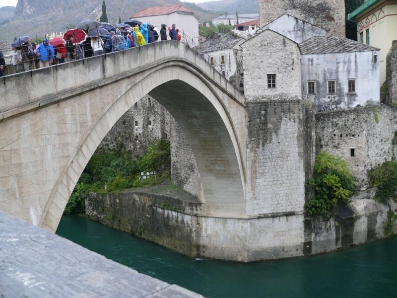 Mosztár híres hídja ma ujra áll