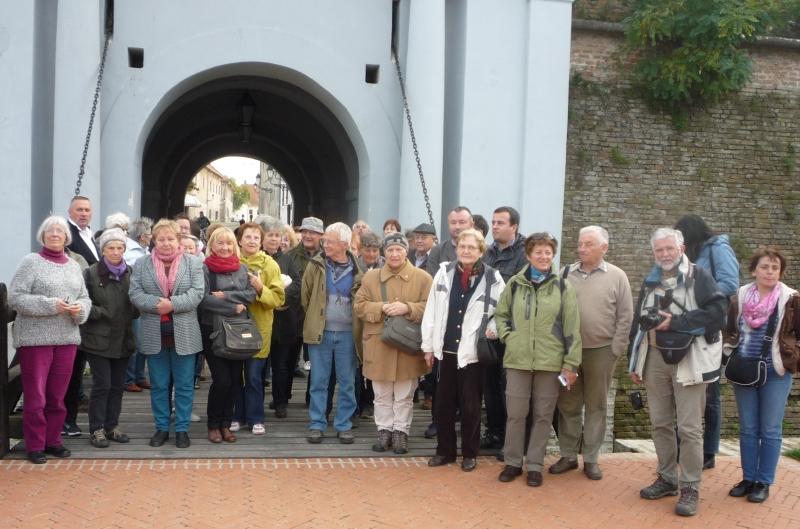 Csoportunk Eszéken a vár bejáratánál búcsúzik Horvátországtól