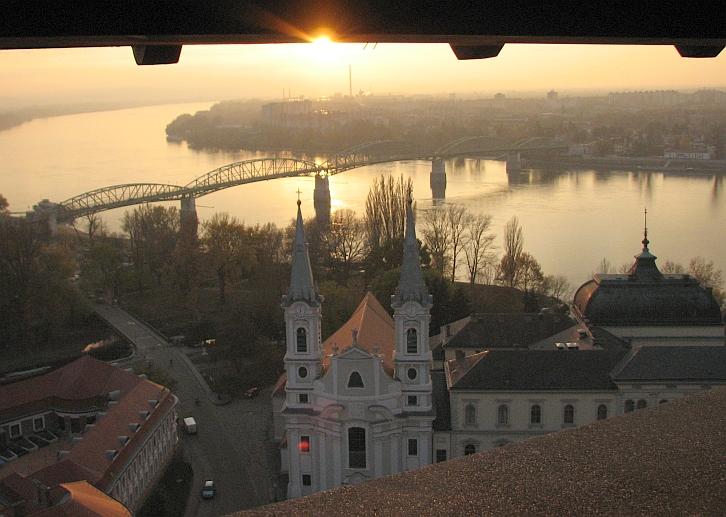 Búcsú a kora esti Esztergomtól