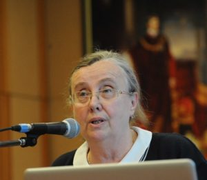 Barátné dr.Hajdu Ágnes éves beszámolóját tartja