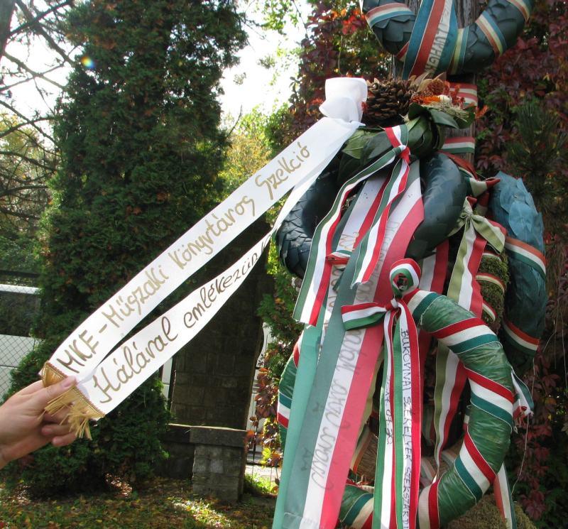 Koszorúnk Przemyslben a Magyar Katonai Hősök temetőjében