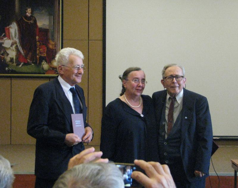 Dr.Füzéki Bálint, Barátné, Dr.Hajdu Ágnes átadja a Füzéki Díjat Dr.Arató Antalnak