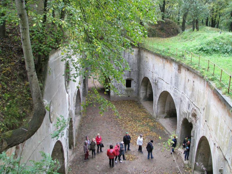 Tiszti szállások udvarán a Salis Soglio erődben