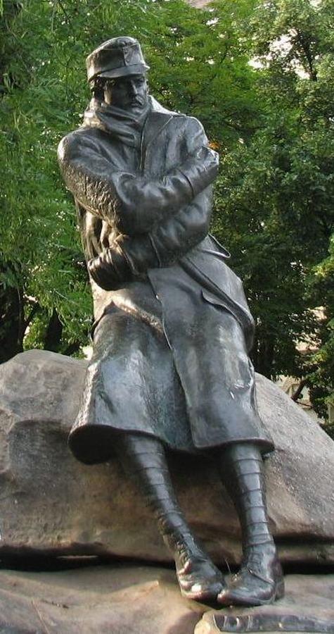 Gyóni Géza szobra Sopronban Foto Tolnai