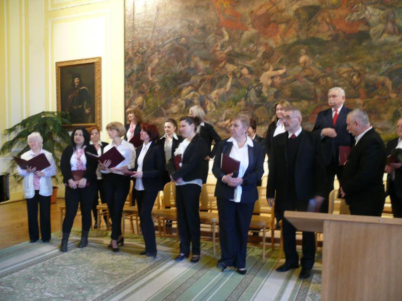 A konferencia megnyitóján a Komáromi Művészeti Alapiskola kórusa énekel