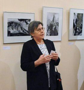 Csillag Katalin a kiállítás kurátora
