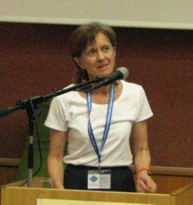 Bánkeszi Katalin az előadását tartja