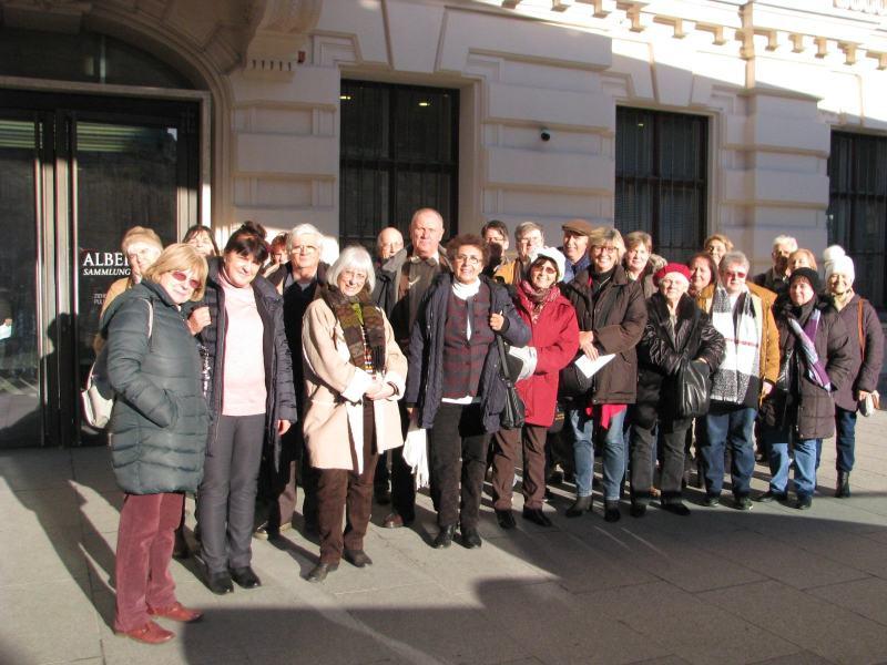 Az MKSZ csoportunk az Albertina előtt