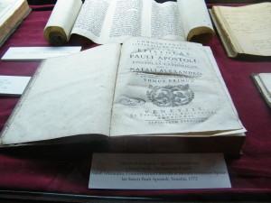 Régi könyvek a Károlyi kastély könyvtárából